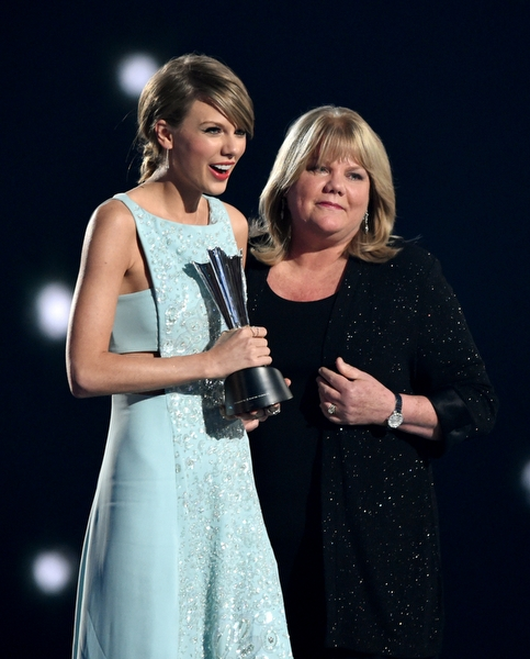 Taylor Swift ve Annesi Andrea Swift